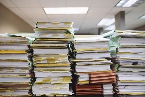 Jak sprawić, żeby stosy dokumentów zniknęły z biura, a efektywność firmy wzrosła?